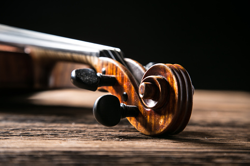 istock Classic music violin vintage in wooden background 855635116