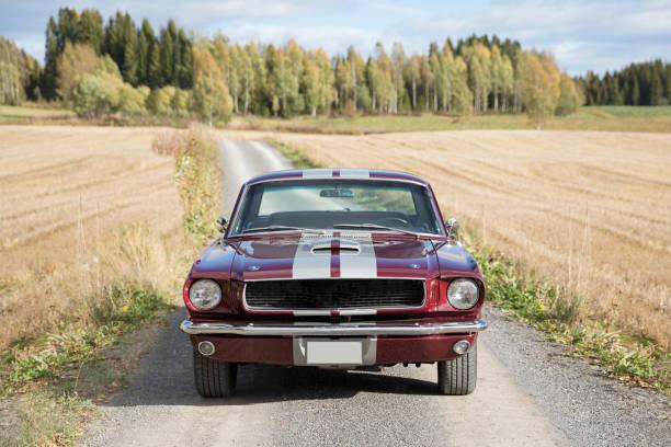alte amerikanische oldtimer - alten muscle cars stock-fotos und bilder