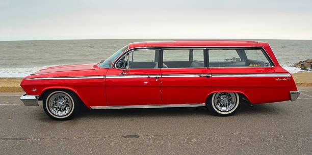 classic red chevrolet impala station wagon - kombi stock-fotos und bilder