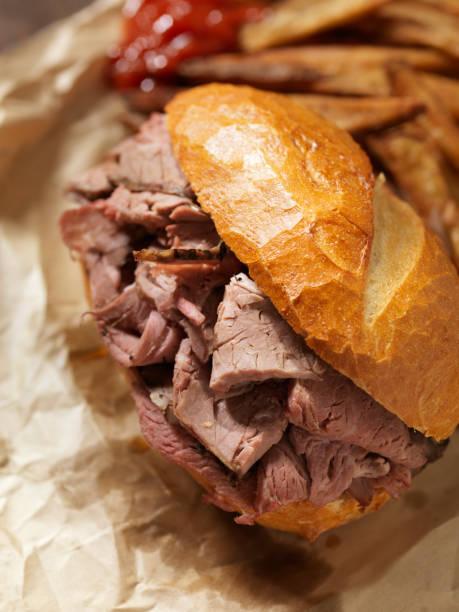 klassische roast beef sandwich - roast beef sandwich stock-fotos und bilder