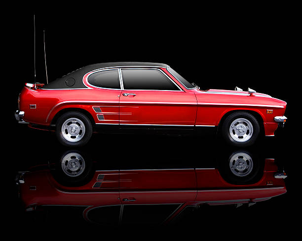 klassische 70er sportwagen auf schwarz backgrou - alten muscle cars stock-fotos und bilder