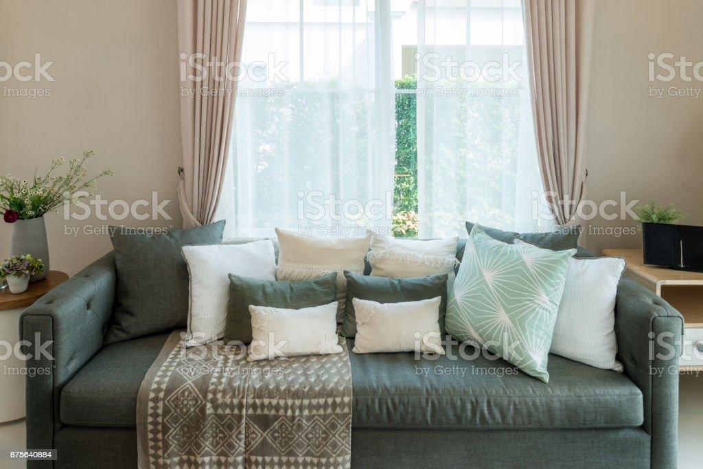 Klassische Vintagestilmöbelsatz In Einem Wohnzimmer Innenraum Des ...