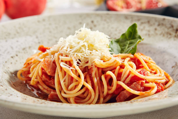 Klassische italienische Spaghetti mit Amatriciana-Sauce – Foto