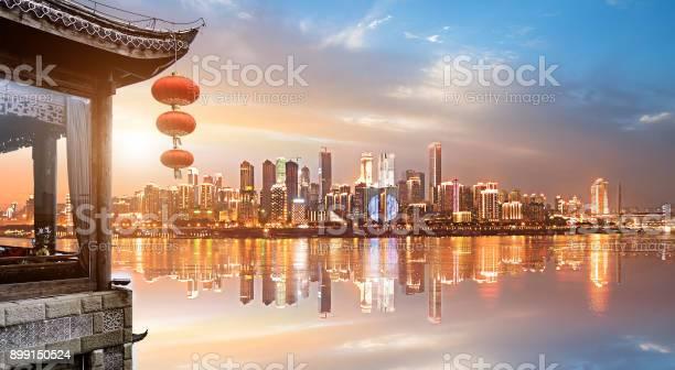 Klassische Loft Und Moderne Skyline In China Chongqing Stockfoto und mehr Bilder von Alt