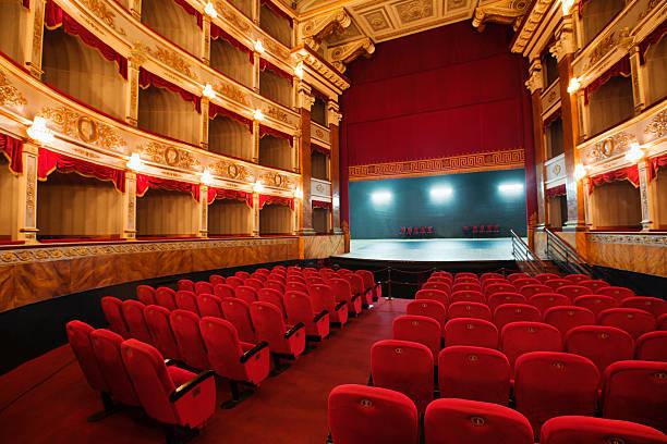 klassisches theater in europa - stage musical stock-fotos und bilder