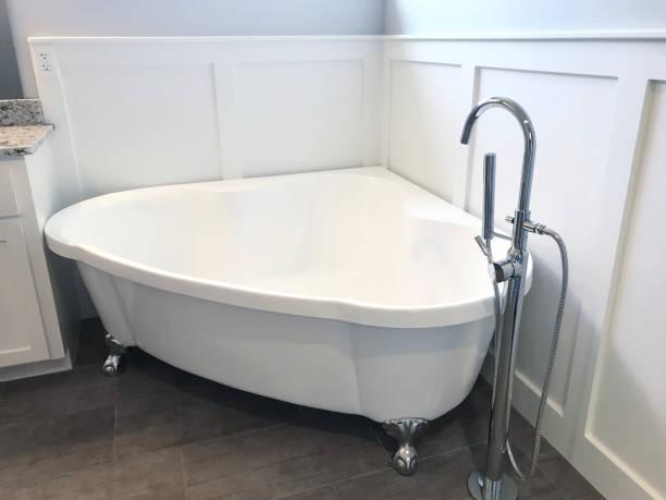 clawfuß bath tub - badezimmer new york style stock-fotos und bilder