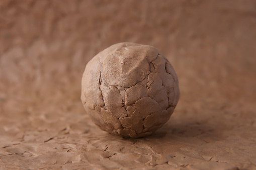 Clay Ball On Modeling Natural Clay Surface - zdjęcia stockowe i więcej obrazów Brązowy