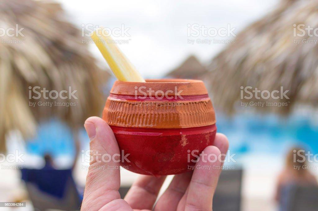 A clay cup with rum coconut juice and a piece of sugar cob in ha - Zbiór zdjęć royalty-free (Alkohol - napój)