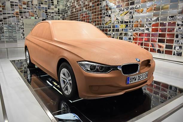 clay model of the modern bmw car - skulpturprojekte stock-fotos und bilder