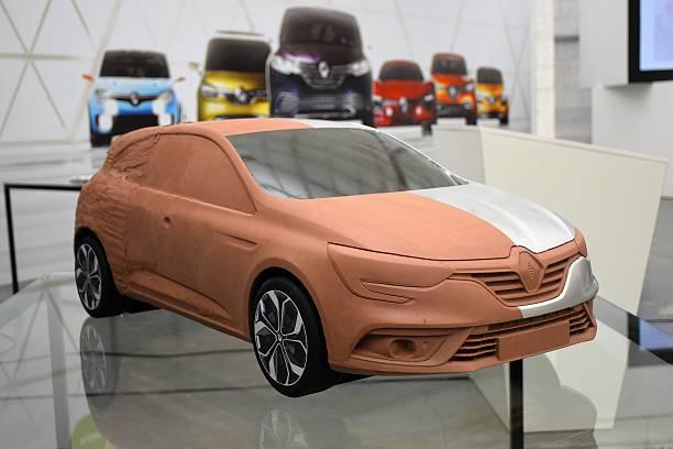 clay model of the modern car - skulpturprojekte stock-fotos und bilder