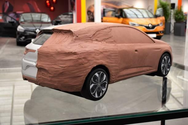 clay-modell des neuen wagens - skulpturprojekte stock-fotos und bilder