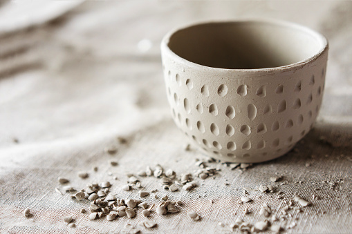 Clay products bowl. Shaped method for making clay dishes.