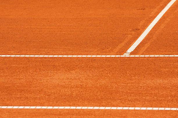 campo da tennis in terra - set tennis o pallavolo foto e immagini stock