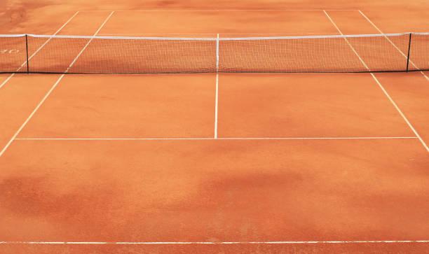 Tennis-Sandplatz mit Netz – Foto