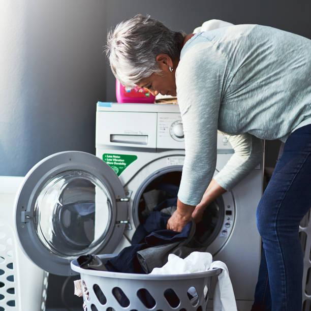 clean clothes coming right up - caricare attività foto e immagini stock