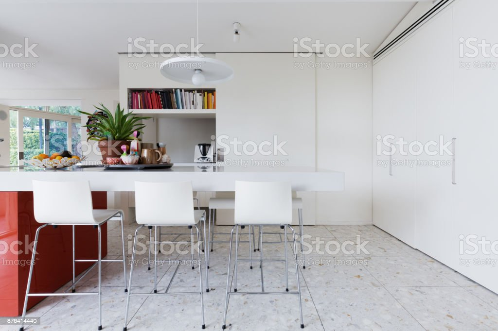 Stupendous Clean Crisp White Modern Kitchen Island Bench With High Ibusinesslaw Wood Chair Design Ideas Ibusinesslaworg