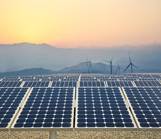 Saubere Energie farm in der Dämmerung – Foto