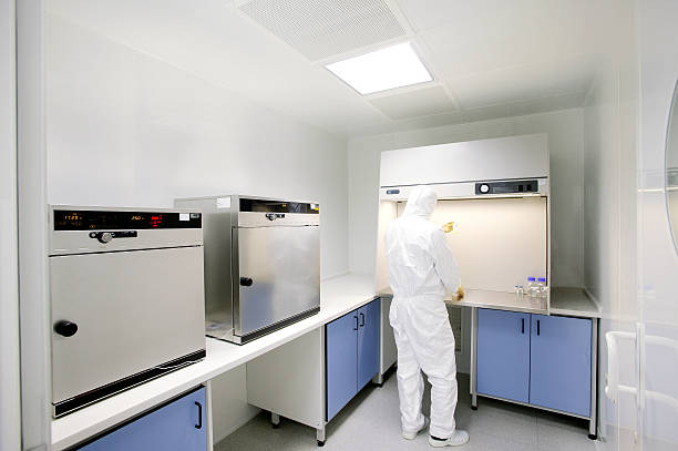 clean room analyzing and researching in the clean room cleanroom stock pictures, royalty-free photos & images