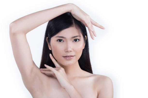 clean skin woman straight black hair with smooth pose open shoulder smile - smile woman open mouth foto e immagini stock