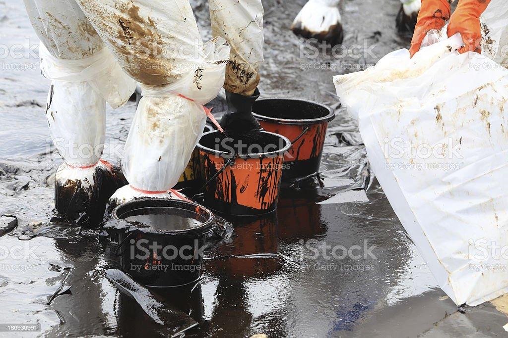 Reinigen Crude oil-Färbung – Foto