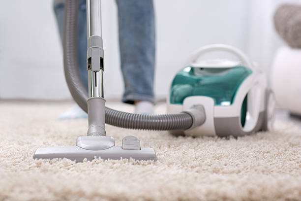 Cleaning carpet with vaccum cleaner圖像檔