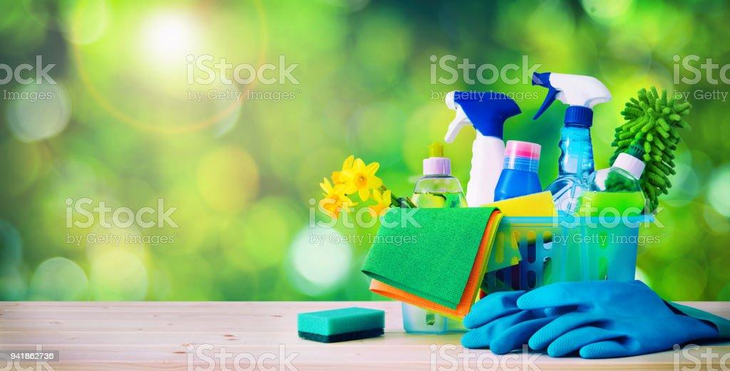 Reinigungskonzept. Hausputz, Hausarbeiten, Reinigungsmittel, Hygiene, Frühling – Foto