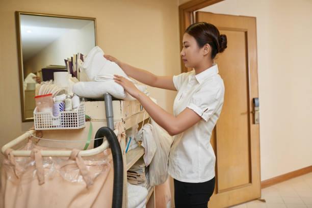 cleaning hotel - hausarbeit stock-fotos und bilder