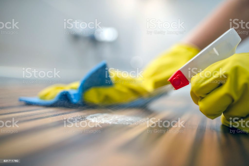 Cleaning kitchen table  with blue cloth - Foto stock royalty-free di Addetto alle pulizie