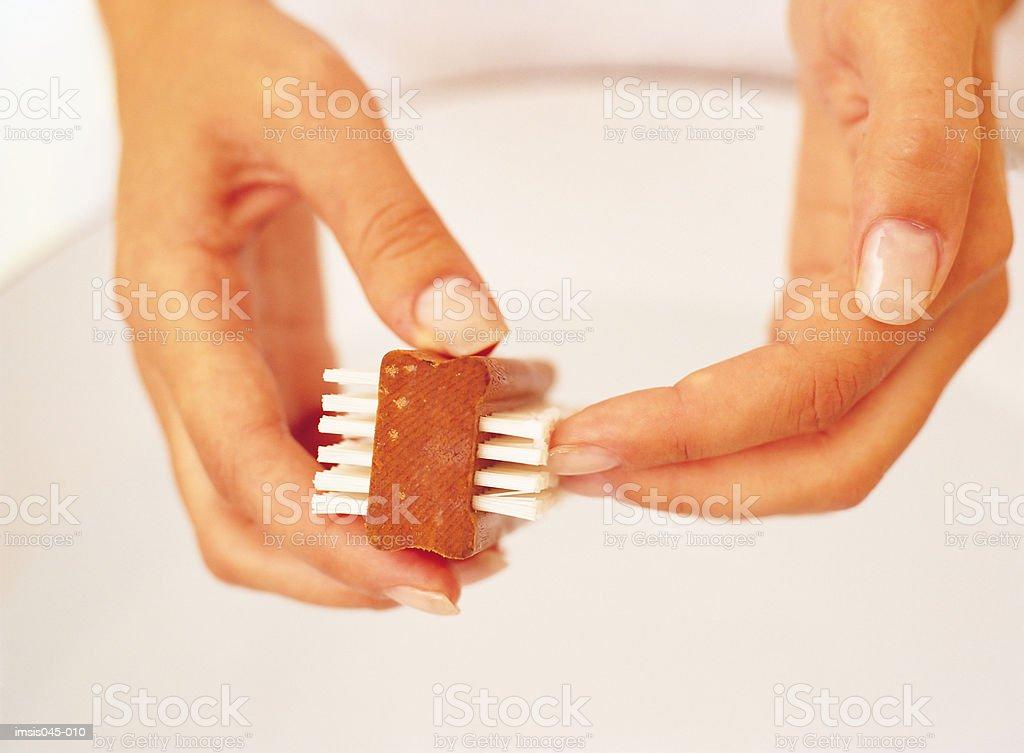 Limpieza de las uñas foto de stock libre de derechos