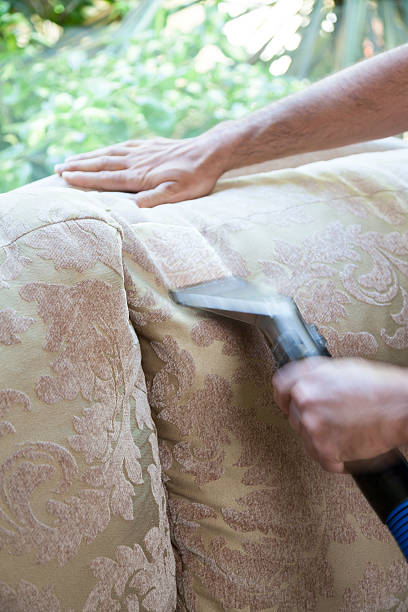 reinigen sofa kissen - dampfreiniger fenster stock-fotos und bilder