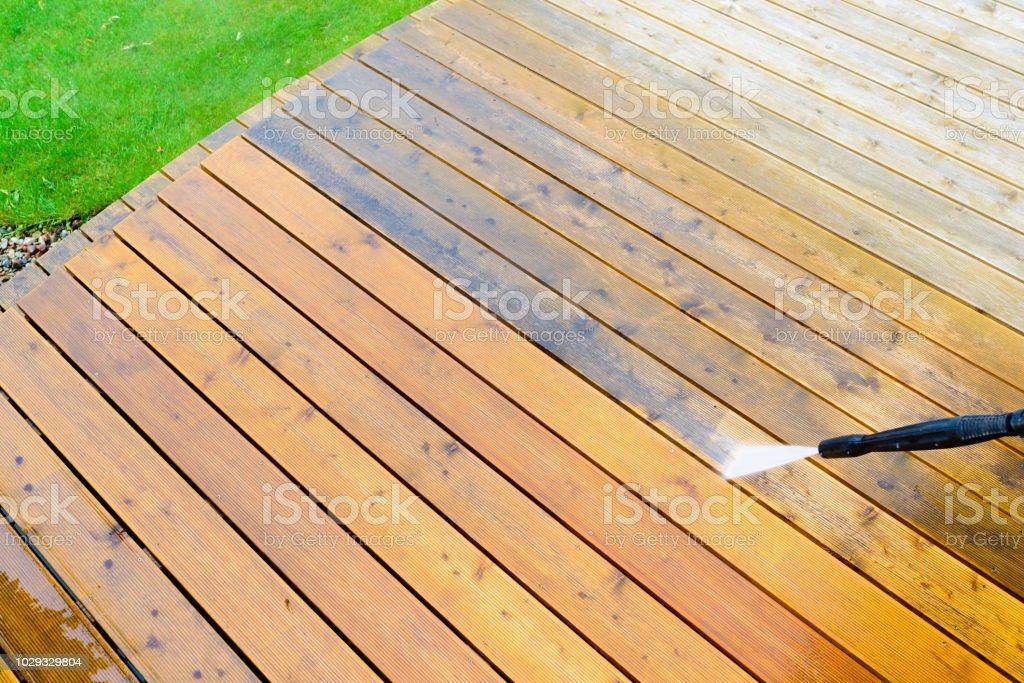 Limpieza Terraza Con Una Lavadora De Alta Presión De Agua