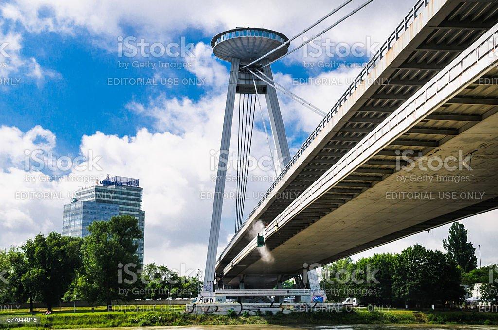 Cleaning the UFO Bridge – Foto