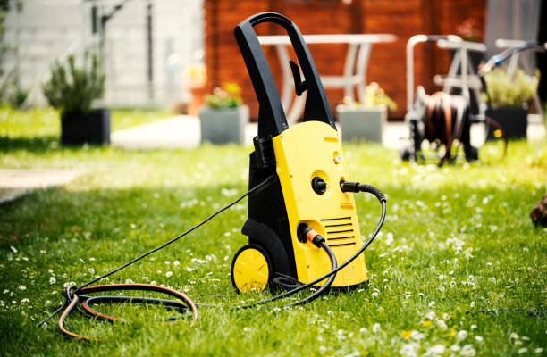 cleaning with high pressure - high pressure cleaning stock photos and pictures