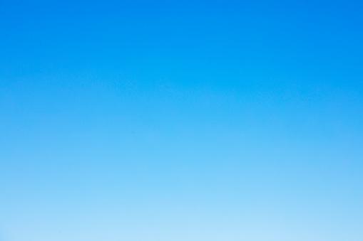 清晰的藍天背景和空白空間為您的設計 沒有雲 照片檔及更多 地勢景觀 照片