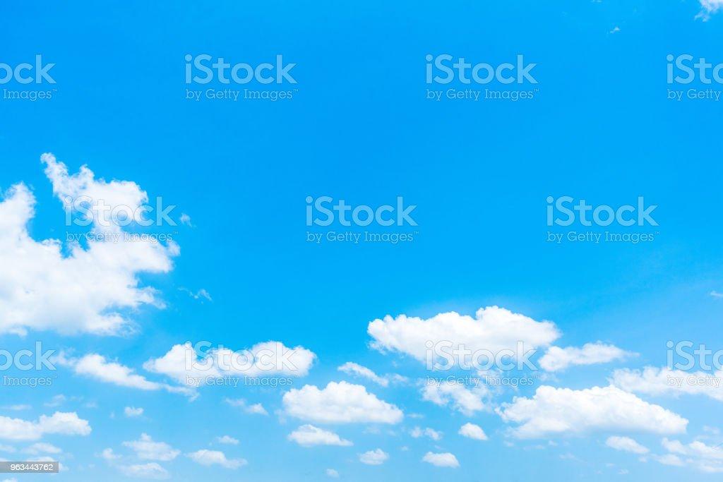 Açık mavi gökyüzü arka plan, arka plan ile bulutlar. - Royalty-free Aydınlık Stok görsel