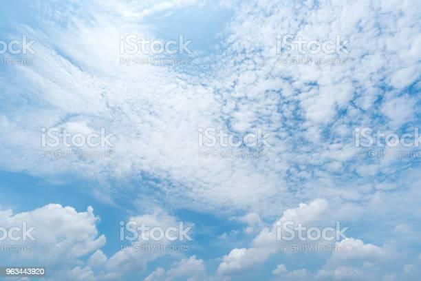 Jasne Błękitne Niebo Tło Chmury Z Tłem - zdjęcia stockowe i więcej obrazów Abstrakcja