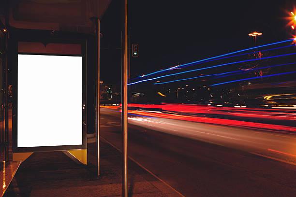 klare poster mit nachtlicht auf den hintergrund - medium strähnchen stock-fotos und bilder