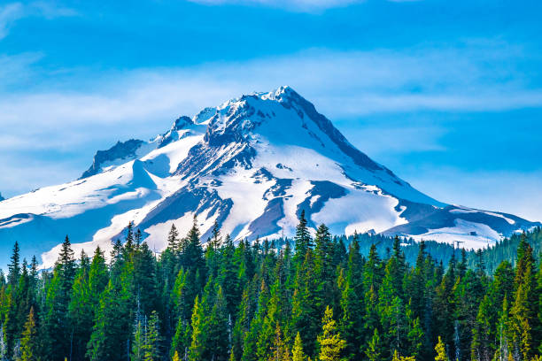 Clear Skies Over Mount Hood in Oregon This is a collection of photos that I took around mount hood in oregon mt hood stock pictures, royalty-free photos & images