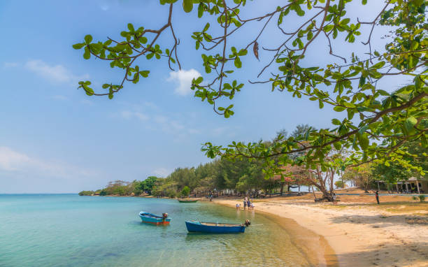 clear view at beach with fisher boat - kapverdische inseln stock-fotos und bilder