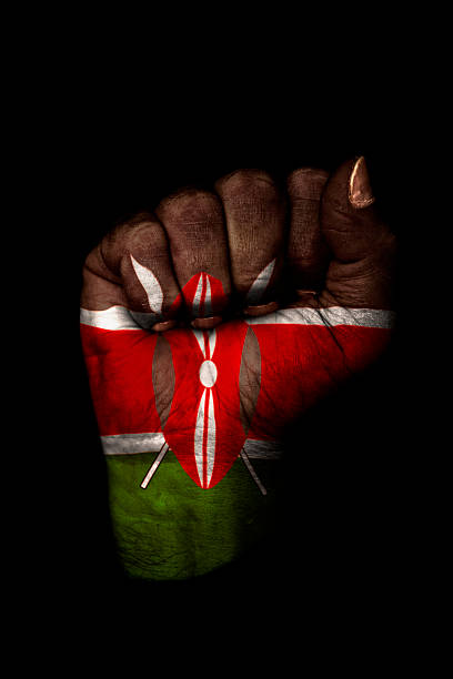 Geballte mit Kenianische Flagge Faust gemalt, isoliert auf Schwarz – Foto