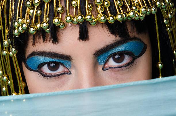 cleopatra staré - ägyptisches make up stock-fotos und bilder