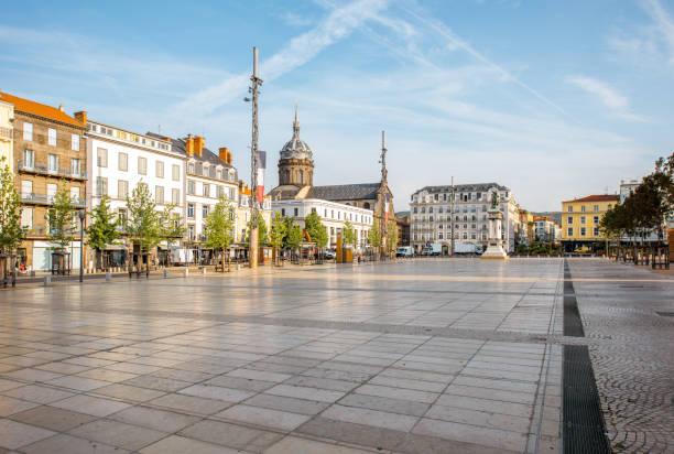 프랑스에서 클레르몽페랑 도시 - 타운 스퀘어 뉴스 사진 이미지