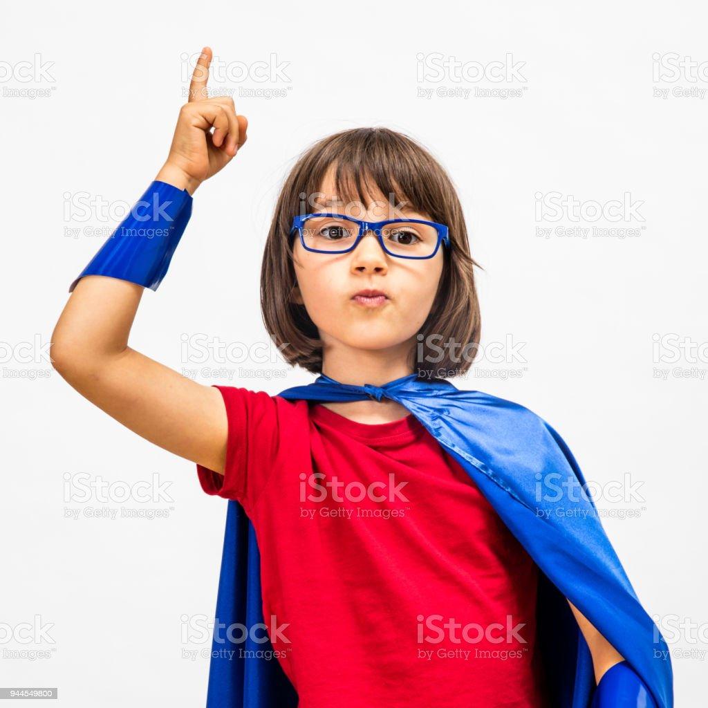 clevere Superhelden Kindererziehung ihre Finger für überraschende Idee – Foto