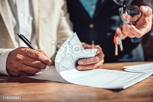 1072035844istockphoto Client signing real estate sales contract 1132333341