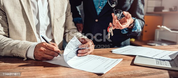 1072035844istockphoto Client signing real estate sales contract 1144311611