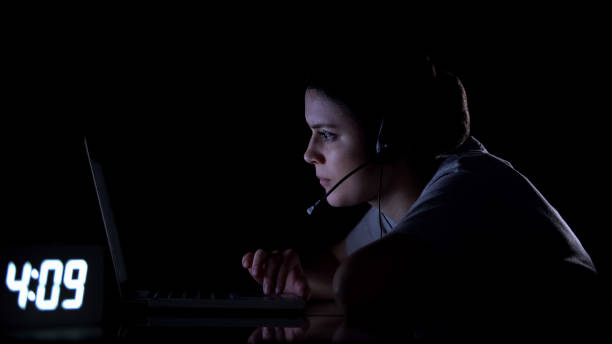 client support female employee working at night shift, unhealthy life regime - shifts call centre foto e immagini stock