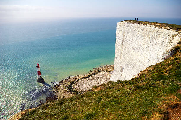 cliff and lighthouse - east sussex stockfoto's en -beelden