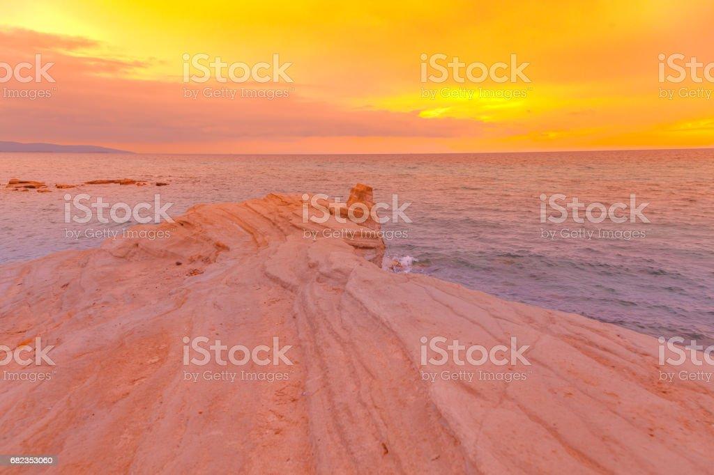 Cliff Beach landschap bij zonsondergang royalty free stockfoto