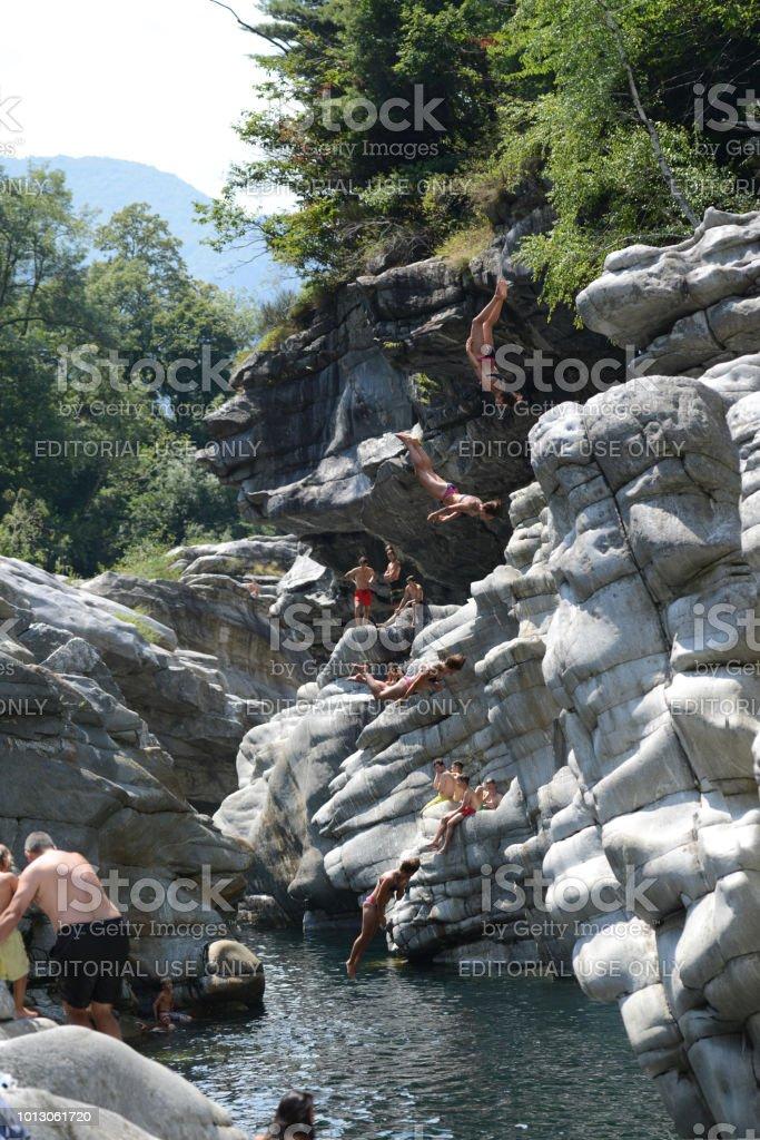 Cliff Diving Ponte Brolla Tessin Schweiz – Foto
