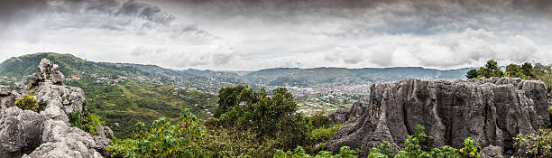 cliff edge panorama - baguio city stock photos and pictures